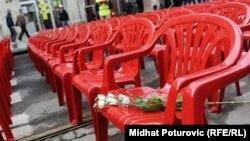 Язмыш шуклыгы дигәндәй, Сараево тамашасына кызыл урындыклар Сербиядән китерелде.