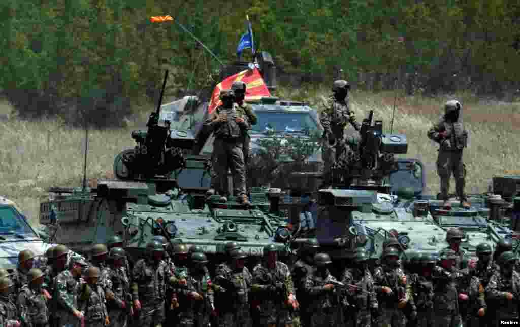 МАКЕДОНИЈА - Македонија повторно ќе испрати свои војници во мировните мисија Алтеа во Босна и Херцеговина и Одлучна поддршка во Авганистан.