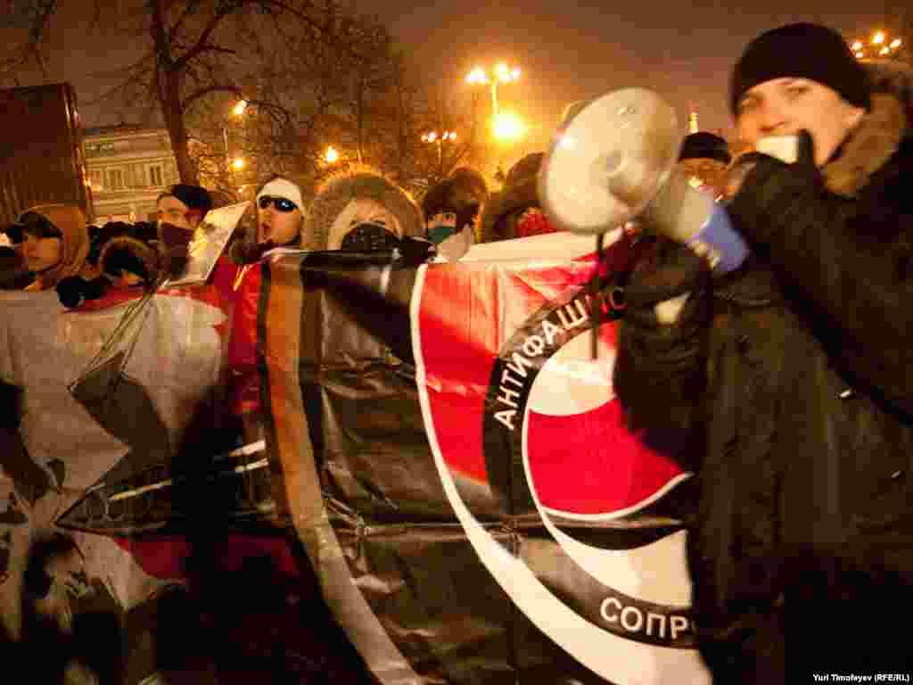 """Демонстрант скандировали """"Нет фашизма – нет проблем""""..."""