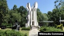 Spomenik u šumi Brezovica, arhivska fotografija