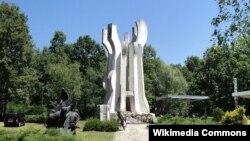 Spomenik u šumi Brezovica