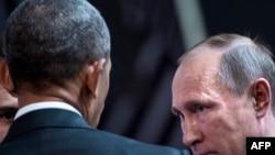 ABŞ-nyň prezidenti Barak Obama (çepde) we rus prezidenti Wladimir Putin. 20-nji noýabr, 2016 ý.