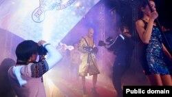 Astana Arlans клубының боксшысы Василий Левиттің рингке шығып келе жатқан сәті. Фотография Astana Arlans клубының ресми сайтынан алынды.
