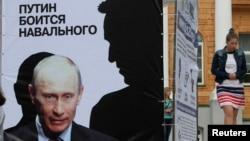 """Плакат на одном из так называемых """"агиткубов"""" сторонников Алексея Навального"""