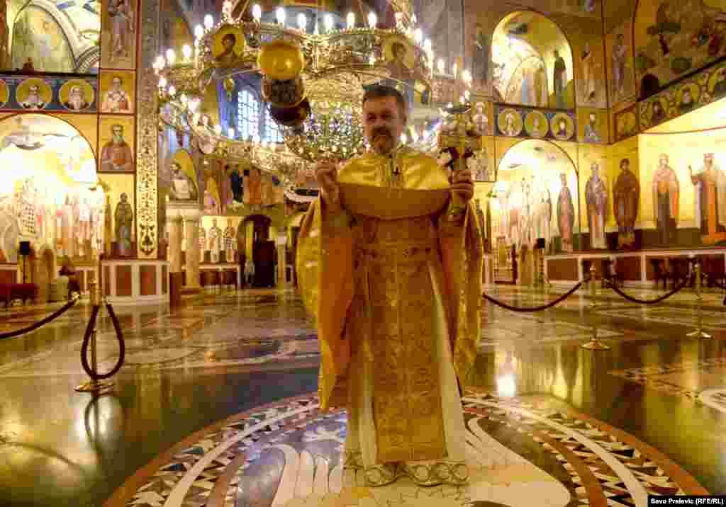 U sabornom hramu Srpske pravoslavne crkve u Podgorici Vaskršnja liturgija održana je bez prisustva vernika.