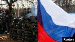 Представники проросійського штабу самооборони на КПП в Горлівці, Донеччина, 19 березня 2014 року