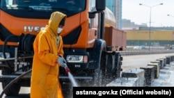 Дезинфекция улиц в Нур-Cултане.