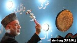 Карзай на цырымоніі адкрыцьця навучальнага году ў школе Амані ў Кабуле