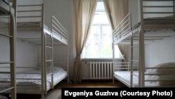 Двухъярусные кровати в общей спальне - уровень комфорта типичного хостела