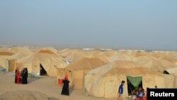 Лагерь беженцев, покинувших Фаллуджу, спасаясь от боевых действий и актов насилия со стороны джихадистов