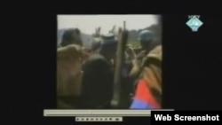 Video snimak iz Potočara kao dokaz na suđenju Radovanu Karadžiću, 28. studeni 2011.