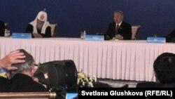 Президент Казахстана Нурсултан Назарбаев выступает на открытии Четвертого съезда лидеров мировых и традиционных религий. Астана, 30 мая 2012 года.