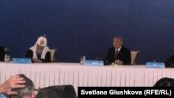 Қозоғистон президенти Нурсултон Назарбоев Жаҳон динлари пешволарининг тўртинчи қурултойида нутқ сўзламоқда, 2012 йилнинг 30 майи.