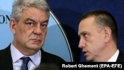 Premierul demisionar Mihai Tudose cu noul prim ministru interimar Mihai Fifor