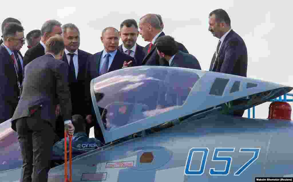 Эрдоган, по сообщениям, спросил Путина, можно ли купить истребитель Су-57. Российский лидер ответил утвердительно. «Можете купить», - цитирует Путина агентство «Интерфакс».