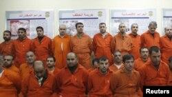 معتقلون عُرضوا امام وسائل الاعلام خلال مؤتمر صحفي لوزارة الداخلية