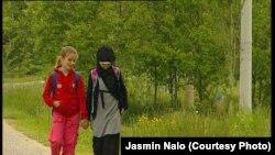 Arijana i Tesnima na putu do škole, fotografije uz tekst: Jasmin Nalo