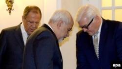 На снимке: глава МИД РФ Сергей Лавров, министр иностранных дел Ирана Мохамад Джавад Зариф и глава МИД Германии Франк-Вальтер Штайнмайер в Вене, 24 ноября 2014 года