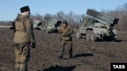 Проросійські сепаратисти та їхня військова техніка на Донбасі, ілдюстраційне фото