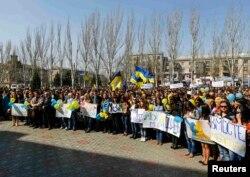 Луганские студенты на проукраинском митинге в апреле 2014 года