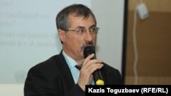 Kazakh human rights campaigner Yevgeny Zhovtis (file photo)