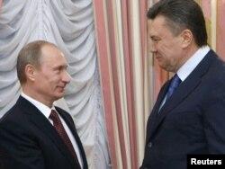 Владимир Путин и Виктор Янукович. Киев, 27 апреля 2010 года.