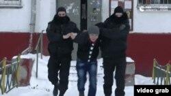 Задержание мигранта сотрудниками ФСБ России в рамках спецоперации против экстремистов.