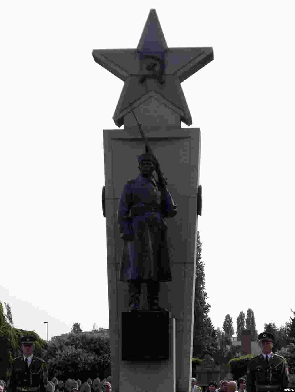 Ольшанское кладбище в Праге. Памятник советским воинам, павшим при освобождении Праги в 1945 году.