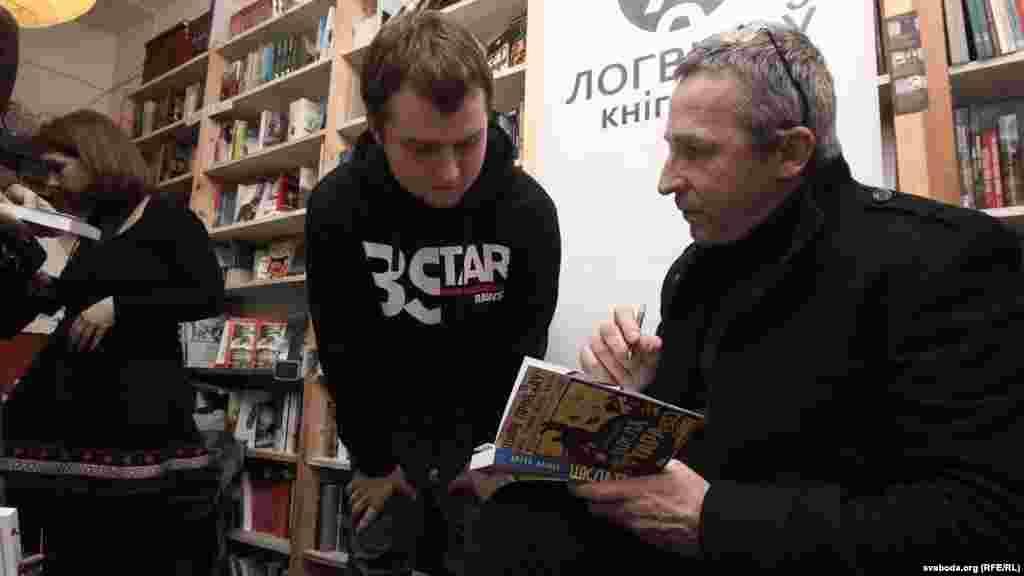 Belarus - Presentation o'f Artur Klinau' new book «Shklatara», Minsk, Ŭ-gallery, 8Jan2014