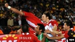Парагвайцы празднуют победу
