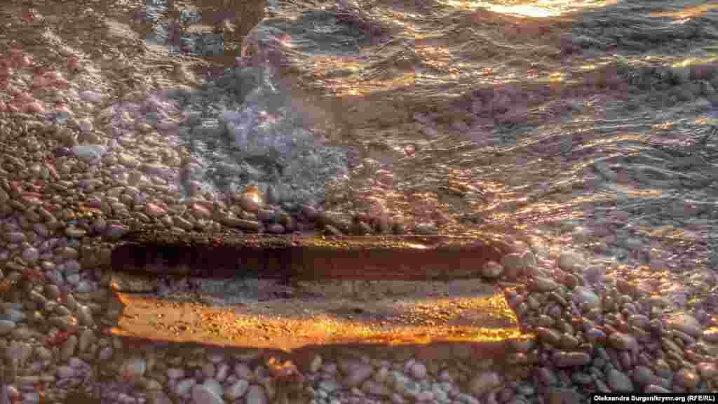 «Ібрагім-Якім» – не перше судно, затонуле біля мису Тарханкут. У 2005 році в урочищі Джангуль затонув російський суховантаж «Сириус». Під час сильного шторму на судні обірвалися якірні троси. Все, що залишилося від корабля, – невеликі уламки металу поблизу берега