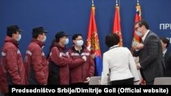 Сръбският президент Вучич се среща с китайските лекари, които подпомагат работата на сръбския кризисен щаб срещу коронавируса