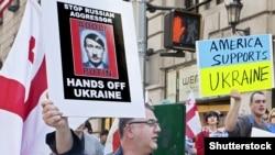 Українські та грузинські активісти під час акції протесту проти агресії Росії в Україні. Нью-Йорк, 13 квітня 2014 року (ілюстраційне фото)