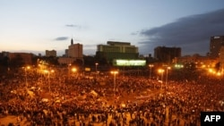 Egypt -- Egyptian demonstrators gather at dusk in Tahrir Square in Cairo, 31Jan2011