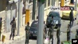 نیروهای امنیتی سوریه در یکی از خیابان های شهر ادلب