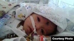 Полуторамесячный Мухаммаджон Рашидов борется за жизнь, находясь в реанимационном отделении больницы.
