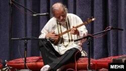 جلال ذوالفنون روز یکشنبه در سن ۷۴ سالگی درگذشت.