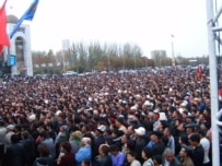 Bishkek residents celebrating the new constitution on November 9 (RFE/RL)