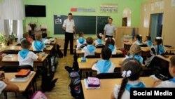Сотрудники евпаторийской полиции проводят со школьниками беседу о терроризме, сентябрь 2016 года