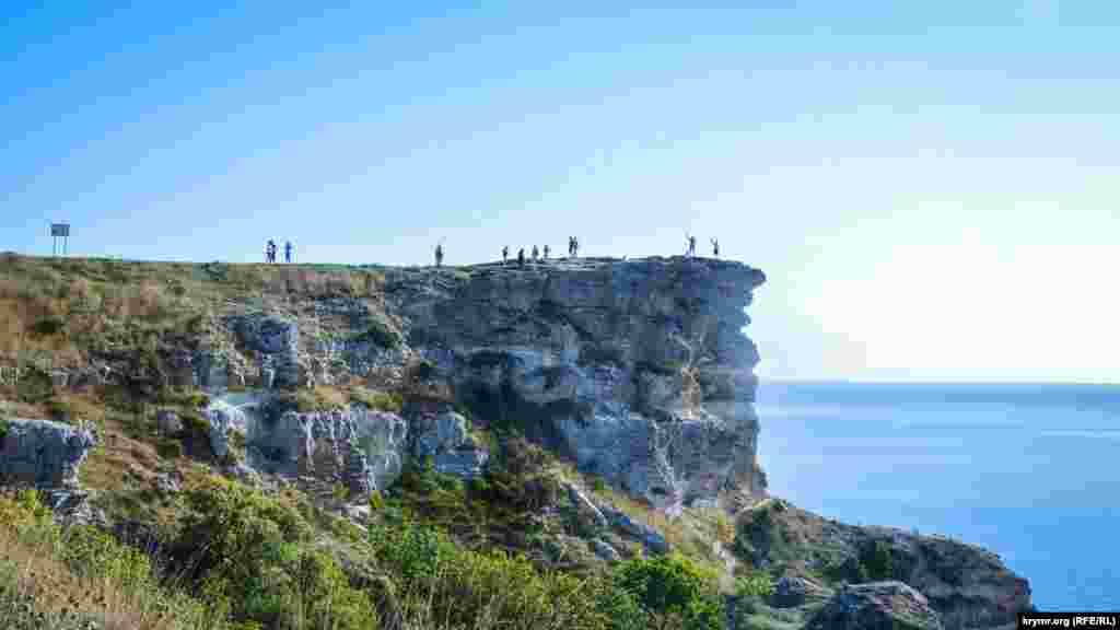 Со скал высотой более 100 метров открывается великолепный вид
