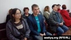 На судебном процессе по делу журналиста Александра Баранова, обвиняемого в клевете. Павлодар, 11 мая 2016 года.