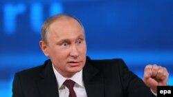 Президент России Владимир Путин во время большой пресс-конференции. Москва, 19 декабря 2013 года.