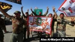 شبه نظامیان شیعه حشدالشعبی که مورد حمایت ایران هستند، پس از تصرف اطراف کرکوک شادی میکنند.