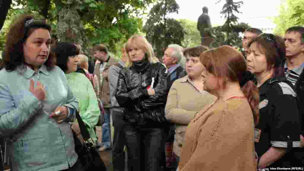 Выселенные из общежитий люди пришли рассказать о своей проблеме на Чистые пруды