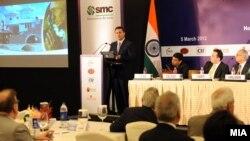 Архивска фотографија: Премиерот Никола Груевски во роуд шоу за привлекување странски инвестиции во Индија.
