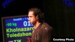 Толеъ Холназаров - мураббии Парвиз Одинаев