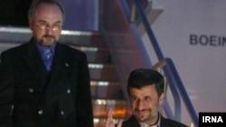 ورود محمود احمدینژاد، رئیسجمهوری ایران به نیویورک. ۱۹ سپتامبر ۲۰۱۱.