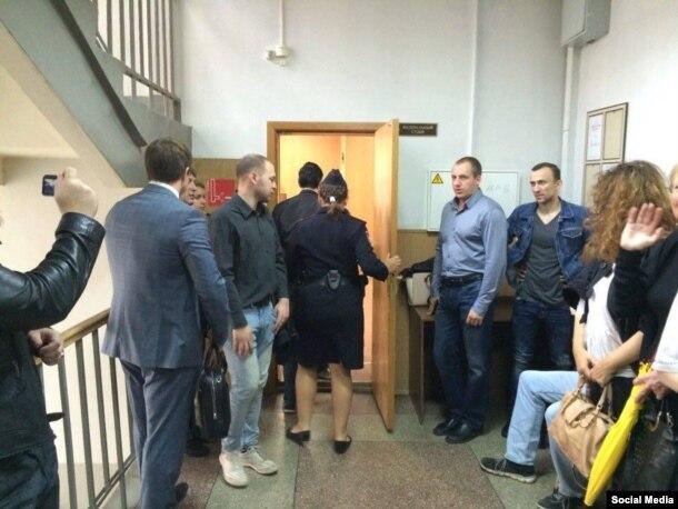 Перед залом суда. Фото Софии Будниковой