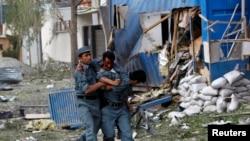 Поранений афганський поліцейський на місці вибуху в Кабулі