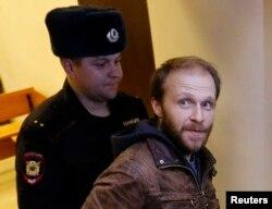 Photographer Denis Sinyakov in custody in November 2013